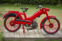 Motocicleta vieja de la vendimia Imagen de archivo libre de regalías