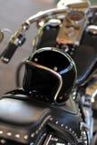 Motocicleta y casco Fotografía de archivo libre de regalías