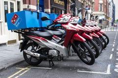 Motocicletas da entrega da pizza foto de stock