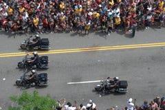 Motocicletas de la policía que llevan desfile fotografía de archivo libre de regalías