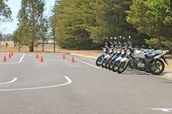Motocicletas en una escuela de la educación del jinete Imagen de archivo