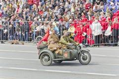 Motocicletas militares rusas en el desfile en Victory Day anual Foto de archivo libre de regalías