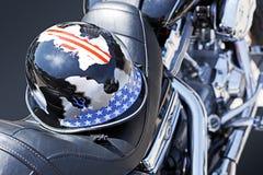 Motocicletta con un casco Immagini Stock Libere da Diritti