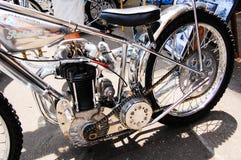 Motocicletta d'annata classica in cromo sul motore nei saloni dell'automobile classici il giorno dell'Australia Immagini Stock Libere da Diritti
