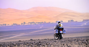 Motocicletta in dune no.1 Fotografie Stock