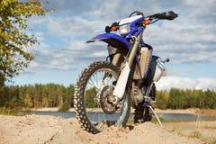 motocicletta fuori dalla strada fotografia stock libera da diritti