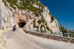Motocicletta nel DES Cretes dell'itinerario, nella regione di Alpes-de-Haute-Provence Francia Fotografie Stock Libere da Diritti