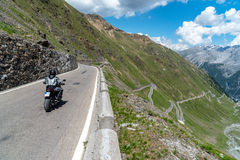 Motocicletta su Passo Stelvio Immagini Stock Libere da Diritti