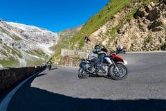 Motocicletta su Passo Stelvio Immagini Stock