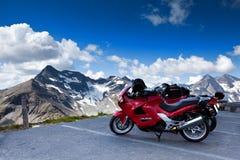 Motociclette sulla montagna. Fotografia Stock