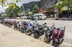 Motocicli e motocicletta sulle vie del tailandese immagini stock libere da diritti
