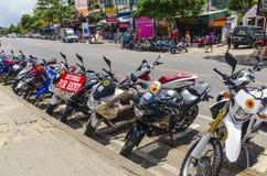 Motocicli e motocicletta sulle vie del tailandese fotografie stock