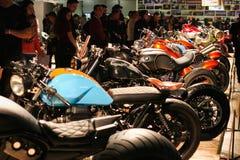 Motocicli su esposizione al salone internazionale di industria del motociclo Fotografia Stock Libera da Diritti