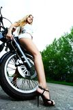 Motociclista attraente Immagini Stock Libere da Diritti