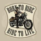 Motociclista che guida un motociclo Illustrazione incisa vettore Fotografie Stock