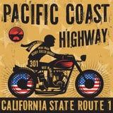 Motociclista che guida una strada principale della costa del Pacifico del testo del manifesto del motociclo illustrazione di stock