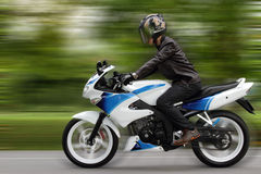Motociclista d'accelerazione Immagine Stock Libera da Diritti