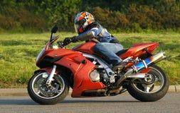 Motociclista d'accelerazione Immagine Stock