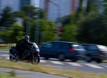 Motociclista d'accelerazione Immagini Stock