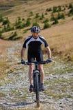 Motociclista da montanha em fugas Imagens de Stock Royalty Free