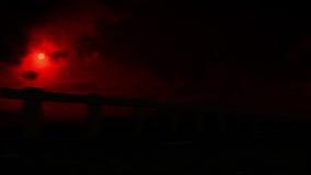 Motociclista de esqueleto no fogo video estoque