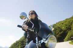 Motociclista della donna Fotografie Stock