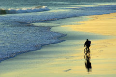 Motociclista della spiaggia Immagine Stock