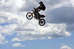 Motociclista di prodezza Fotografie Stock Libere da Diritti