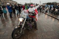 Motociclista di Santa Claus su un motociclo Immagine Stock Libera da Diritti