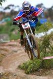 Motociclista em declive da montanha Imagens de Stock Royalty Free