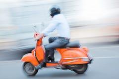 Motociclista formal descontraído - filtração imagem de stock