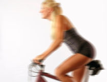 Motociclista louro no movimento Imagem de Stock Royalty Free