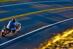 Motociclista na estrada. Imagem de Stock Royalty Free