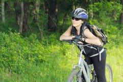 Motociclista na floresta Imagem de Stock
