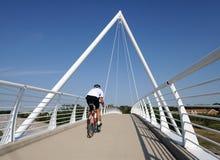 Motociclista na ponte Imagem de Stock