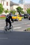 Motociclista nel traffico a Bucarest, Romania Immagine Stock Libera da Diritti