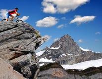 Motociclista nelle alpi svizzere Fotografia Stock