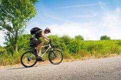 Motociclista no movimento Fotografia de Stock Royalty Free