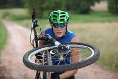 Motociclista profissional - ascendente próximo fotografia de stock royalty free