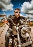 Motociclista que compete na estrada imagens de stock royalty free