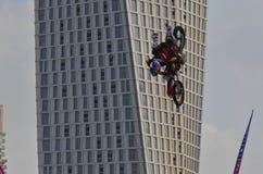 Motociclista que faz truques Foto de Stock