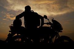 Motociclista a riposo Fotografia Stock