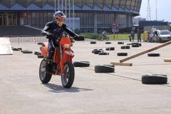 Motociclista sulla pista Fotografia Stock