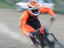 Motociclista veloce e confuso di enduro del DH fotografia stock libera da diritti