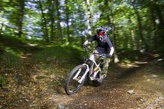 Motociclistas em declive da montanha Imagens de Stock