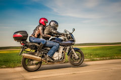 Motociclistas na estrada Fotos de Stock Royalty Free