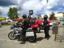 Motociclistas que preparam-se à decolagem em sua viagem por estrada Fotografia de Stock