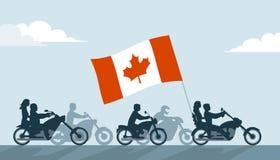 Motociclisti canadesi sui motocicli con la bandiera nazionale Fotografie Stock