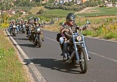 Motociclisti che guidano Harley Davidson Immagini Stock Libere da Diritti