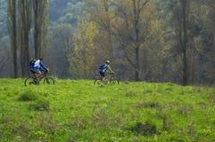 Motociclisti di movimento veloce Fotografie Stock
